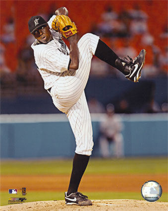 aagr1027edontrelle-willis-2005-pitching-action-posters